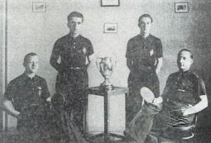 Equipe du CTT Sapin vainqueur de la Coupe Suisse 1935. De gauche à droite : Albert et Gaston Aubry, Albert Lamarche et Paul Huguenin.